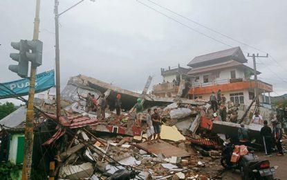Foto archivo de un temblor en Indonesia.