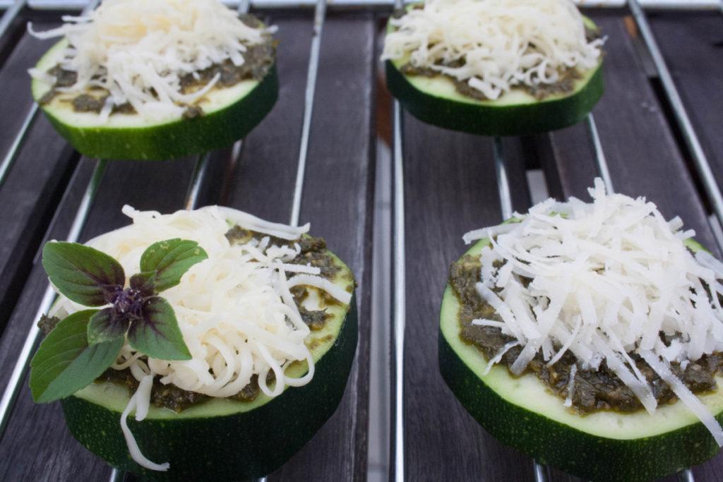 überbackene Zucchinischeiben, food, rezept, foodblogger, zucchini, gemüse, dinner, lunch, zucchini, kalorienarm, foodblogger, low carb