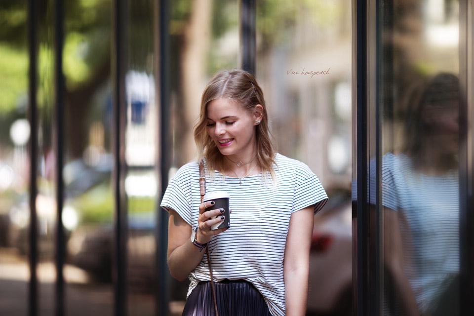 lisseerock_Fashionblogger_streetstyle_Streifen_T-shirt_braune Tasche_Schwarze Ballerinas