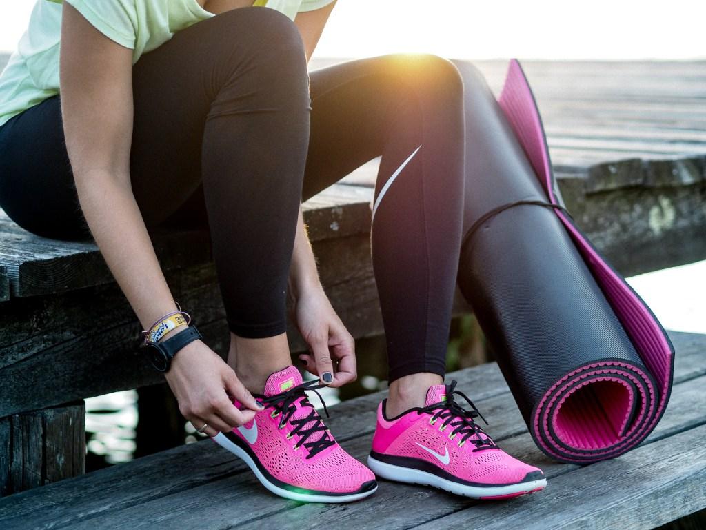 Sport, Fitness, Fitnesschallenge, Challenge, Schwarze Leggins, Nike, Pinke Sportschuhe, Workoutplan, Gratis, Free, Workout