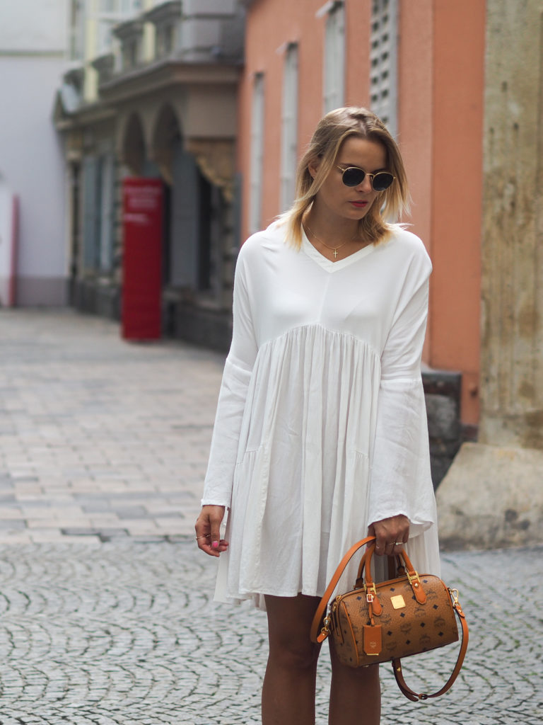 Weißes Kleid, white Dress, Summerlook, fashion, fashionblogger, mcm bag, streetstyle, espadrilles, blond, lakatyfox, blogger,
