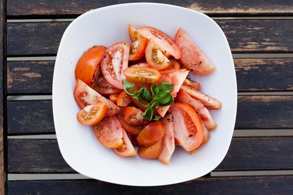 Pasta, Zoodles, low carb, Rezept, Basilikum Pesto, Tomaten, selbstemachtes Pesto, Kräuter, Dinner, Lunch, Cook, Lakatyfox, foodblogger, food, vegetairsch,