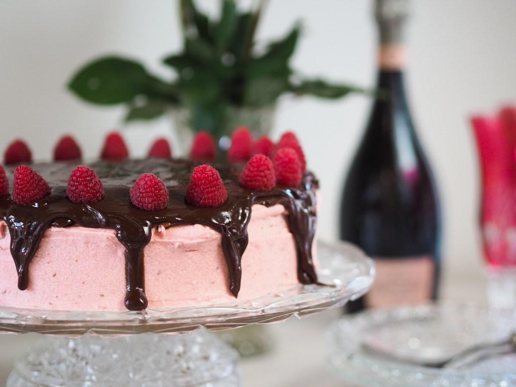 Torte, Buttercreme, Himbeeren, Wettbewerb, Backen, Rezept, Food, Foodblogger, Lakatyfox. Himbeerbuttercreme, Cake
