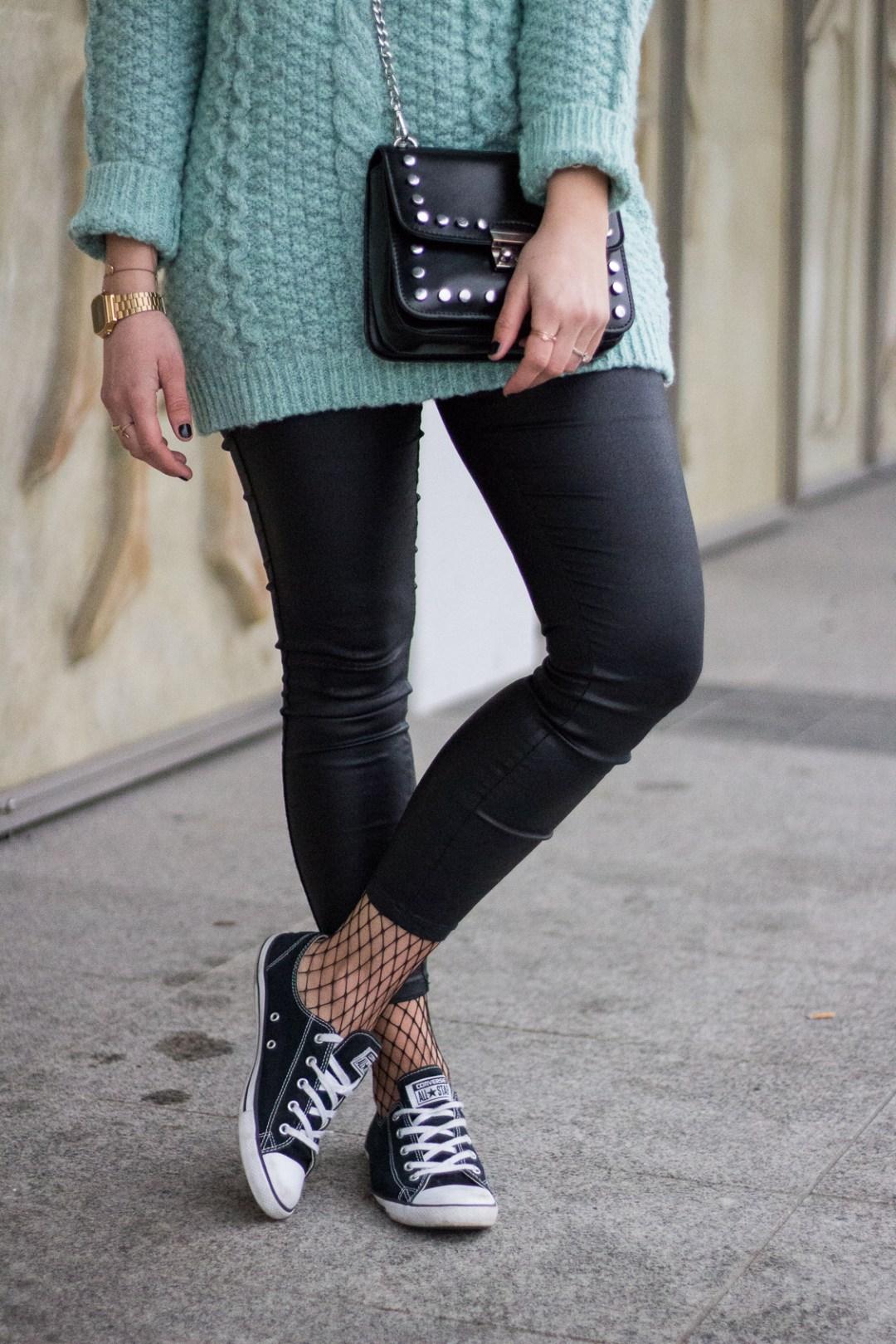 basiclook, lederhose, converse, strickpullover, flechtfrisur, fashionblogger, streetstyle, lakatyfox-3