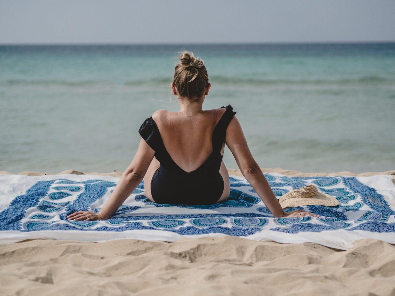 die perfekt gepackte strandtasche, badetasche packen, checkliste für badetasche, checkliste, www.lakatyfox.com