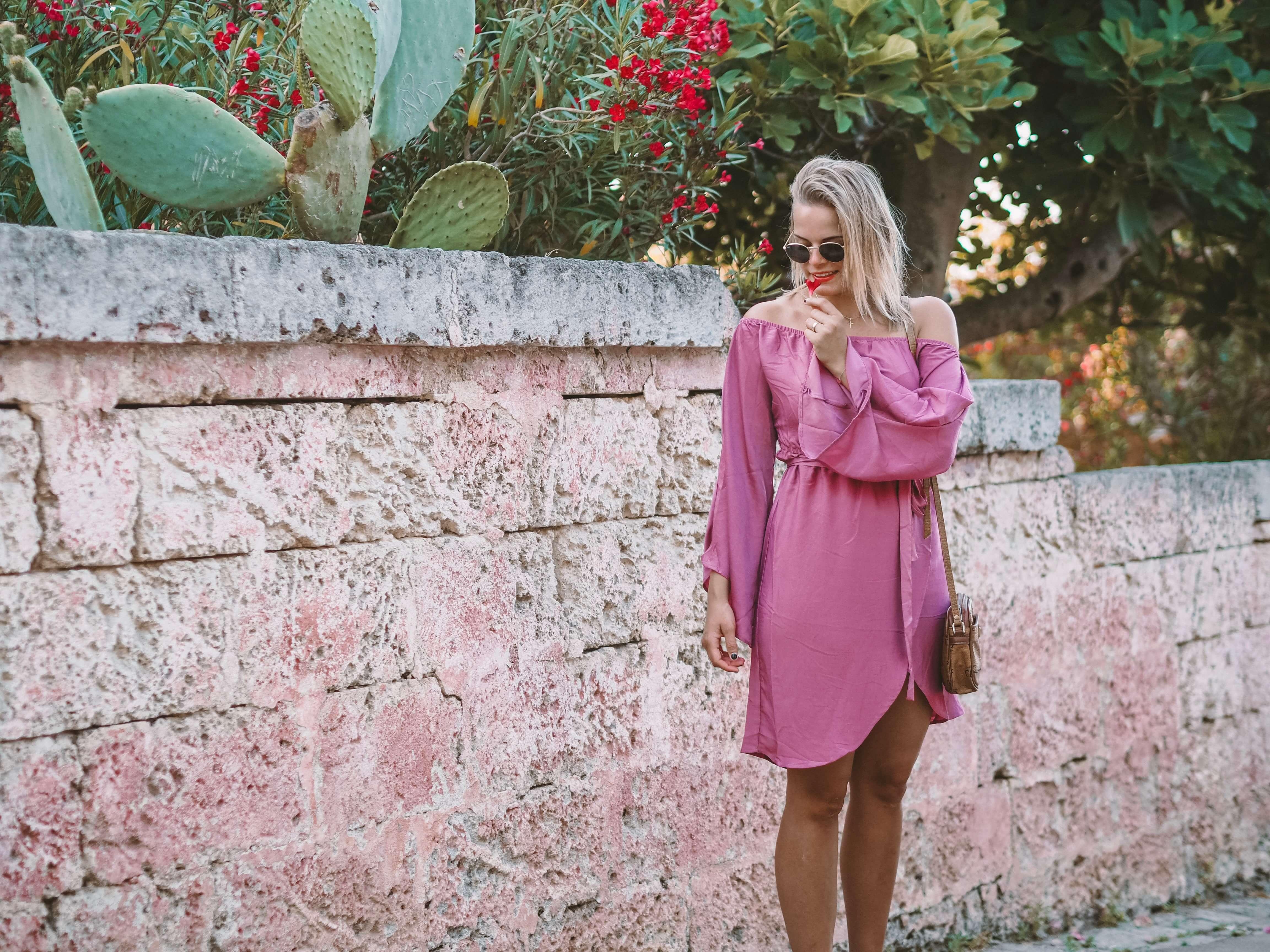 Off Shoulder Kleid, kurzes Sommerkleid kombinieren, Sommerkleid, Outfit, Kleid, Streetstyle, Sommerlook, Fashion, Fashionblogger