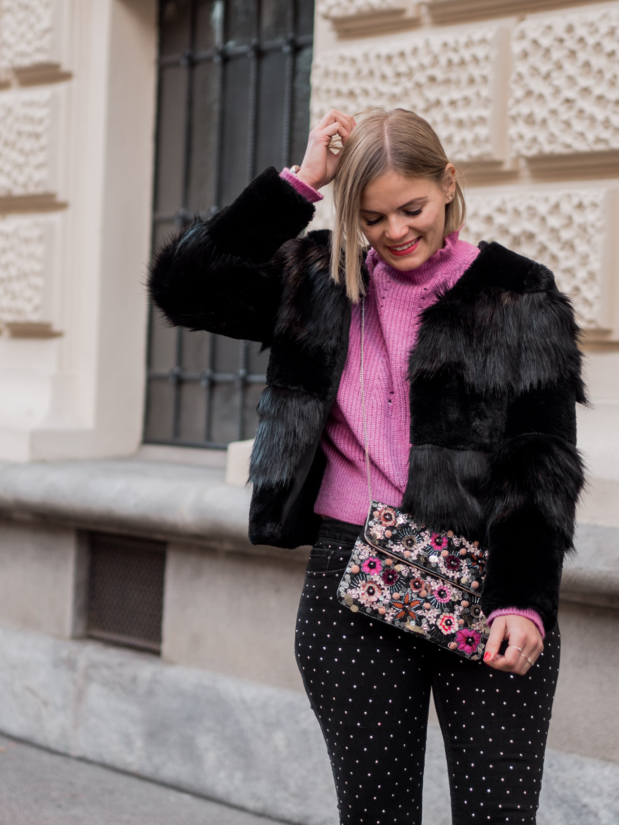 Winterlook, Fashion, Fake Fur Coat, Felljake, Streetstyle, Glitzerhose, Boots, www.lakatyfox.com