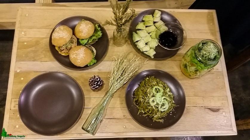 live-long-detox-bar-sliders-pesto-salad-in-a-jar