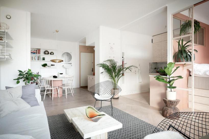 Пастельные тона, деревянные поверхности, кладовка под кроватью: стильная квартира 48м2 с хорошо организованным пространством