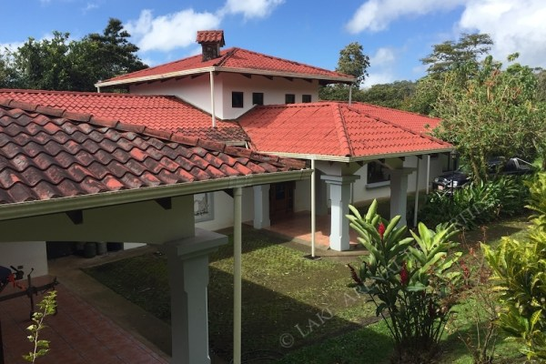 Exceptional Rainbow Bay Master Home Facing Lake Arenal