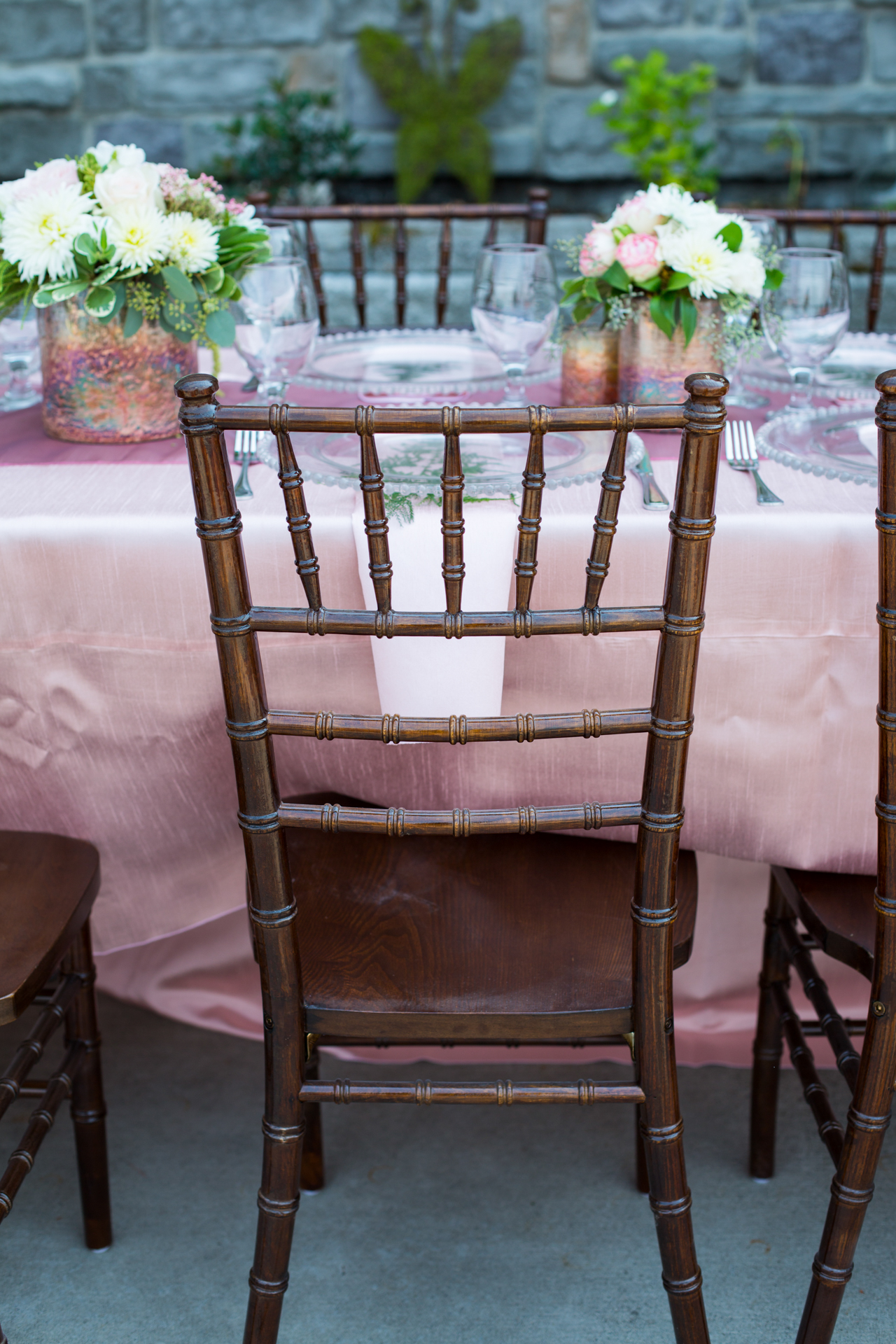 chiavari rental chairs gray sofa yellow fruitwood chair lake chelan wedding rentals