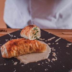 Italian pie of prawn and artichokes with walnut sauce