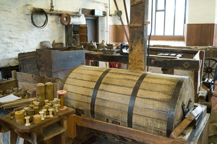 The polishing barrel