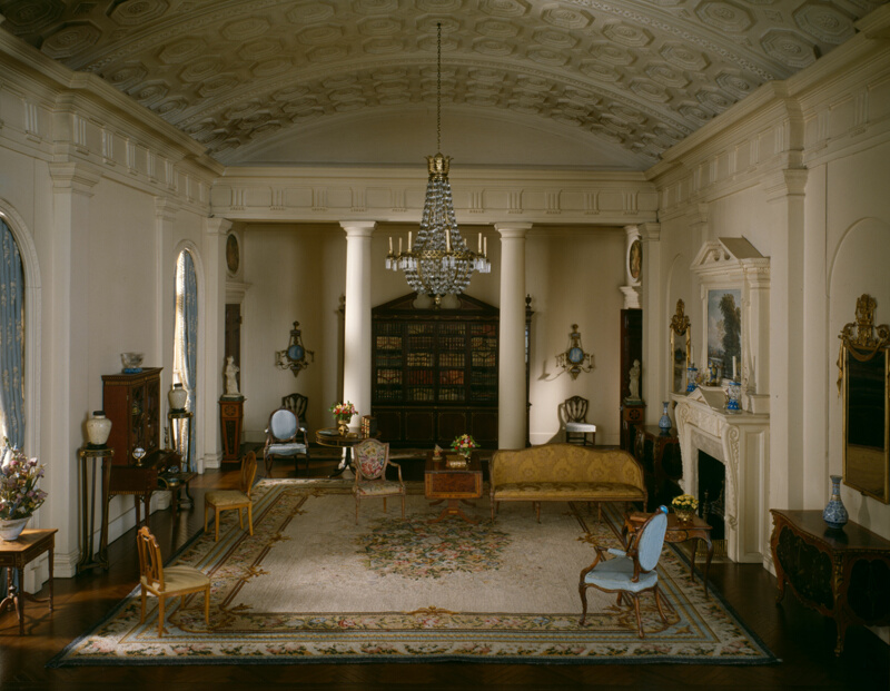 E9 English Drawing Room of the Georgian period 1770