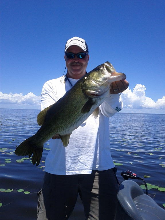 The bass fishing lake okeechobee the best for Lake okeechobee fishing guides