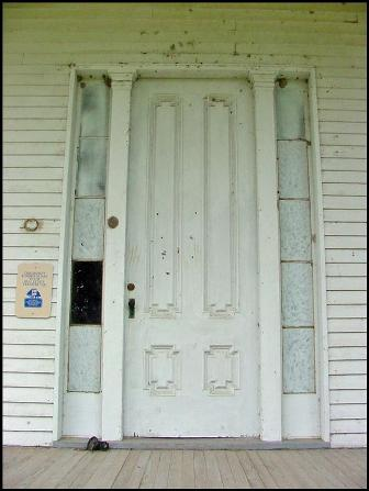 Paint analysis of exterior doors revealed that they were originally grained in imitation of quarter-sawn oak
