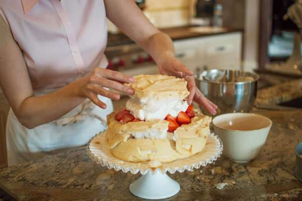 Sugar-free low carb strawberry scheme torte