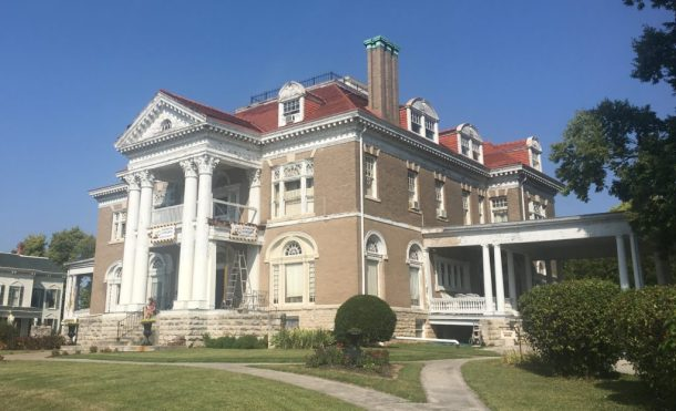 Rockcliffe Mansion Bed and Breakfast | www.lakesidetable.com