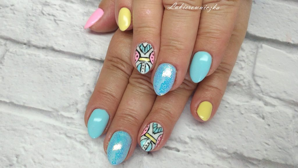azteckie-wzory-na-paznokcie-hybrydowe-azteckie wzory-hybryda