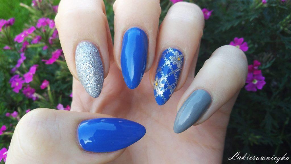 niebieskie-srebrne-paznokcie-lakier-klasyczny-Semilac-013-Indigo-piaskowy-Wibo-torebka-koszyczek-okulary-płaszczyk-stylizacja-Rosegal