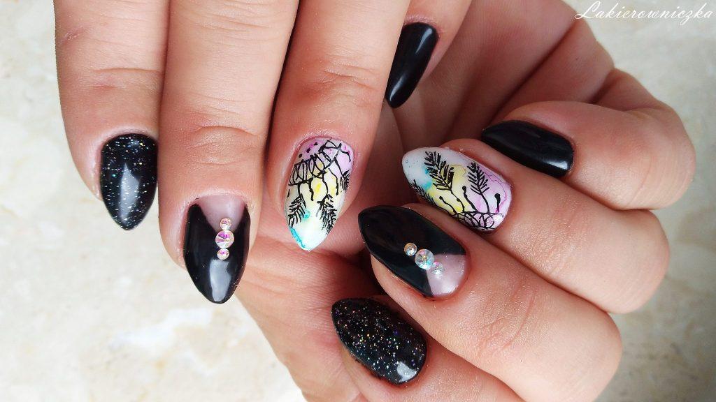 czarne-paznokcie-na-sylwestra-hybrydowe-Provocater-64-black-hybrydy-czanry-Lakierowniczka-zdobienie-blur-effect-lapacze-snow-holo-mgielka-Victoria-vynn-czarne paznokcie na Sylwestra
