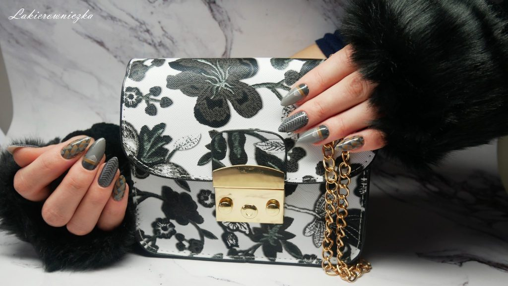 stylizacja-na-zime-twinkledeals-outfit-Lakierowniczka-nails-paznokcie-naklejki-termiczne-Manirouge-mala-czarna-torebka-jeansy-boyfriendy-kabaretki