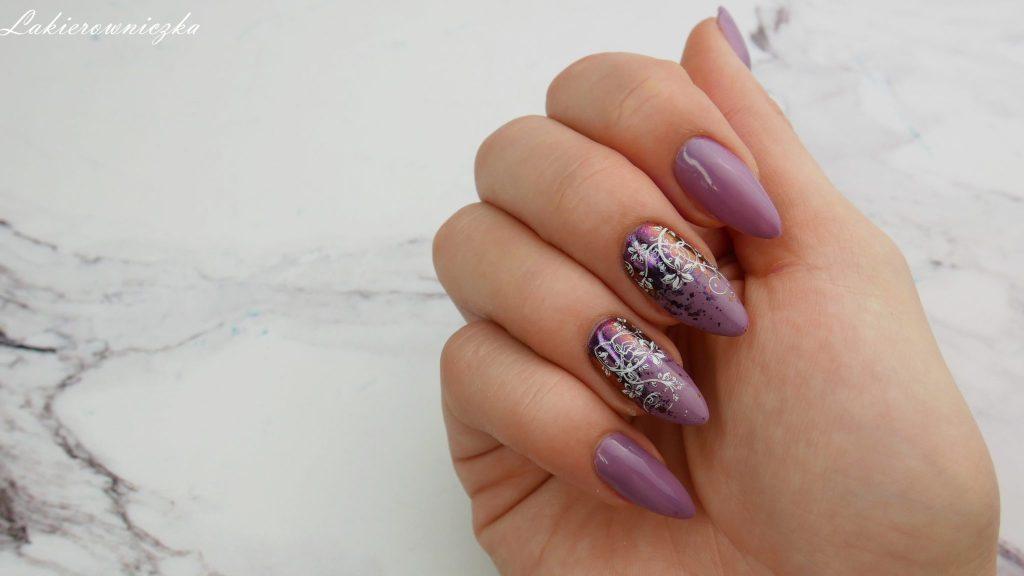 Victoria-vynn-101-Glazed-blueberry-pure-pylek-efekt-glamour-35-mix-stempel-plytka-Born-Pretty-Story-Lakierowniczka-efekt-brokat-flakies