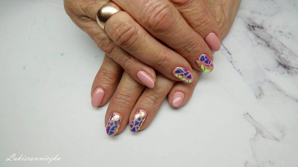 bezowe-paznokcie-nude-hybrydowe-Provocater-100-biscuit-tan-naklejki-unicorn-Neess-Lakierowniczka