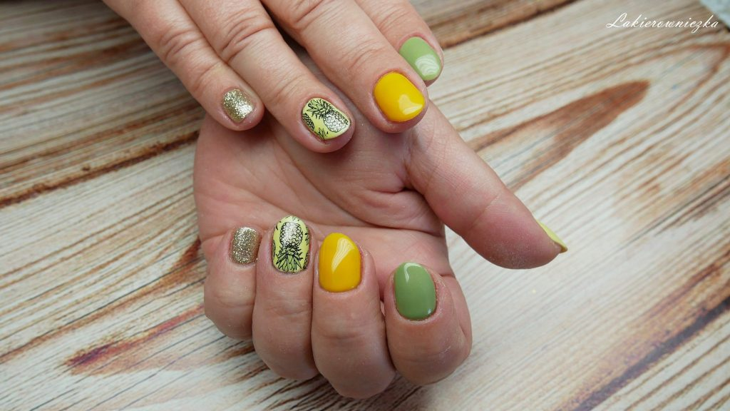 meskie-koszule-inspiracja-na-paznokcie-hybrydowe-zdobienie-ananasy-peineapple-nails-hybrid-hybrydowe-Lakierowniczka-Dresslily-Neess-Victoria-vynn-Pure-Provocater-Semilac