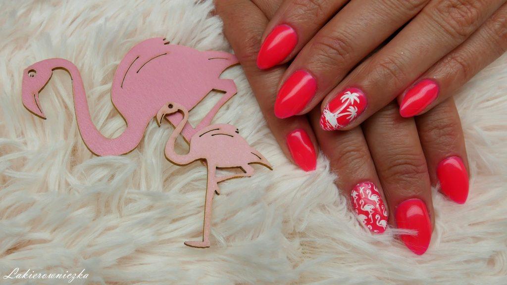 czy-mozna-sie-uzaleznic-od-neonow-na-paznokciach-flamingi-azteckie-neonowe-paznokcie-hybrydowe-Lakierowniczka