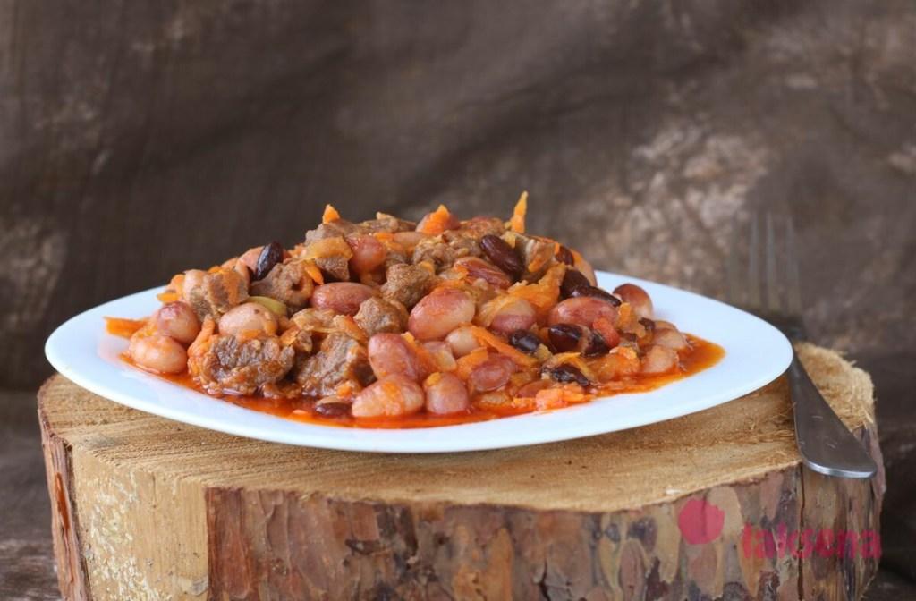 Красная фасоль тушеная с мясом