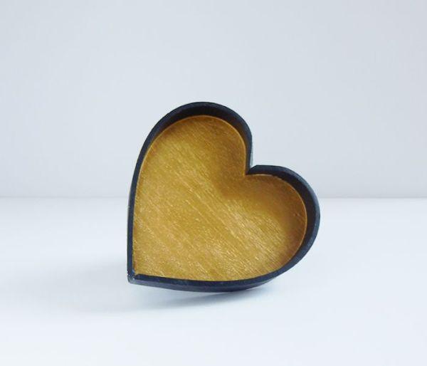 Bandeja en forma de corazón de madera