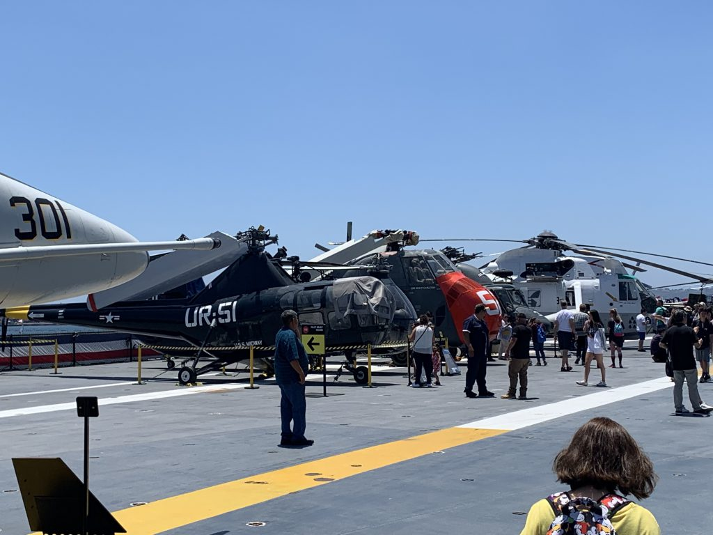 Airplanes on Aircraft carrier
