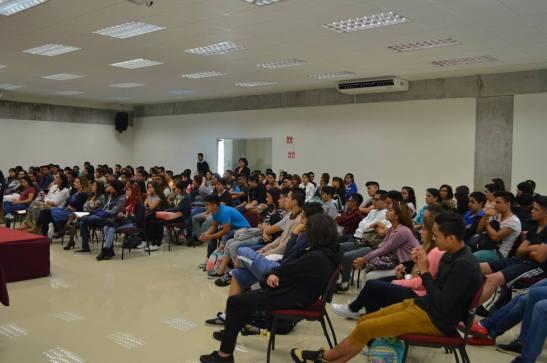 Estudiantes en México en charla de Lola Larra y Vicente Reinamontes