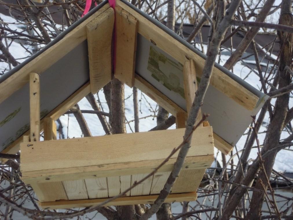 кормушка для птиц из дерева