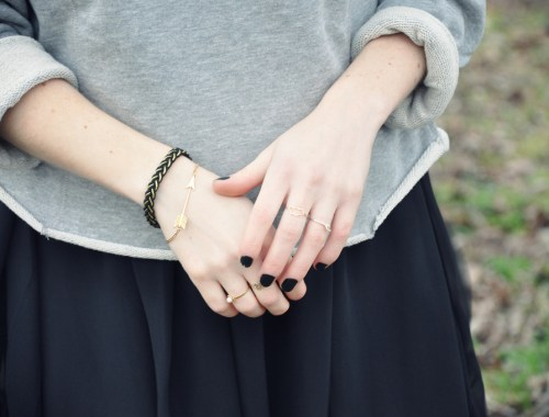 look pull gris robe noire