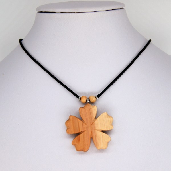 Collier-fleur-Cade