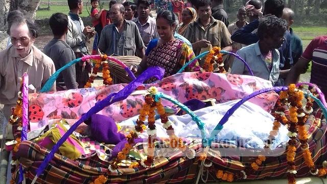 কেশবপুরে হিন্দু বৌদ্ধ খ্রিষ্টান ঐক্য পরিষদের সভাপতি রমেশ চন্দ্রের দিদা সুষুমা মুখার্জীর মৃত্যু