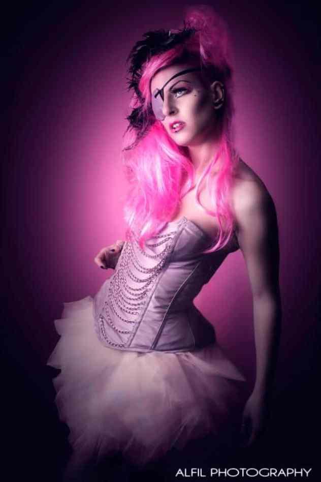 corset-mariee-rose-avec-chaines