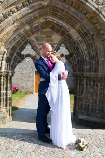 Robe-de-mariee-galon-celtique-couple