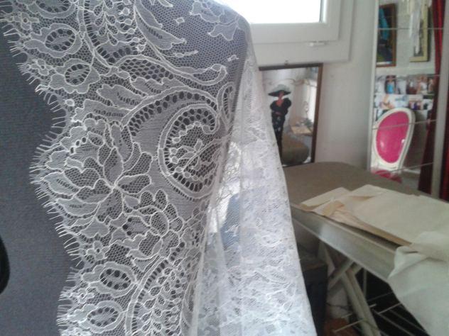 robes de mariées de dentelle de Calais chantilly