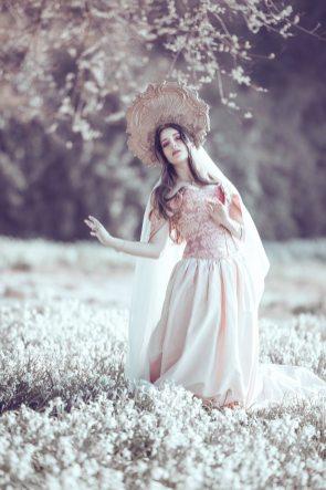 Robe-de-mariee-romantique-fleurs