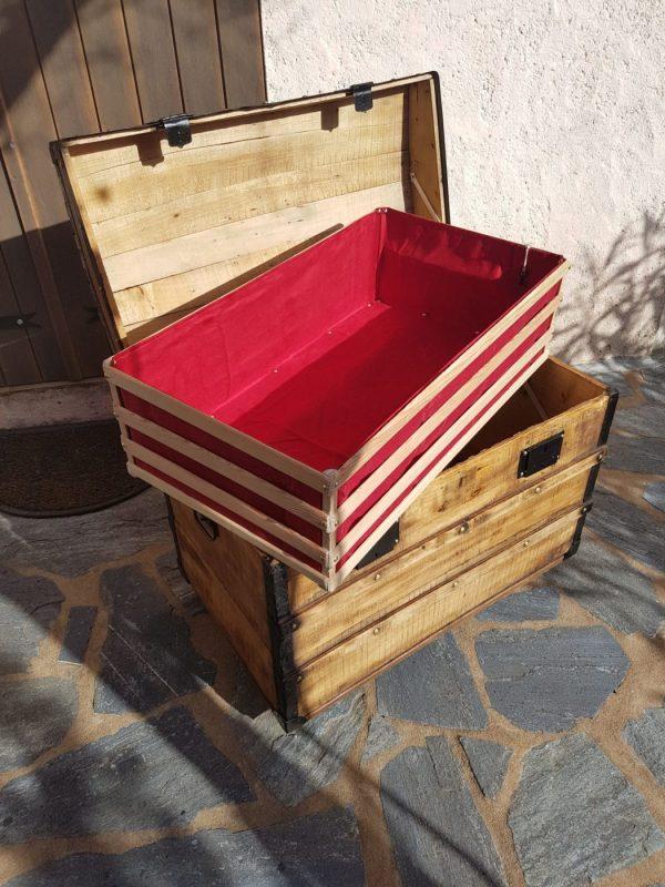 Malle bombée ancienne en bois, restaurée avec panier intérieur. Corse. La Malle au Coton