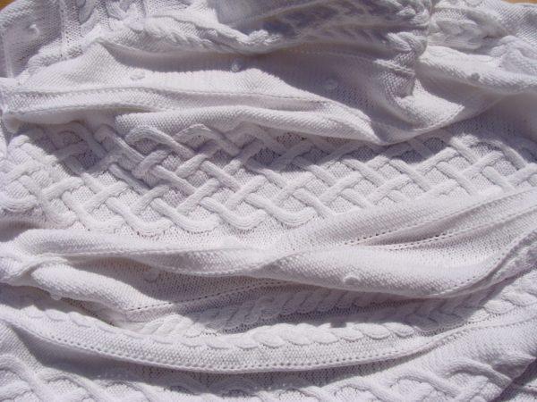 Couverture bébé, tricot irlandais, 100% coton. fait main, pièce unique, création originale la Malle au Coton. E2