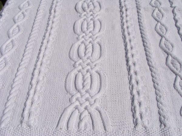 Couverture bébé, tricot irlandais, 100% coton. fait main, pièce unique, création originale la Malle au Coton. G1