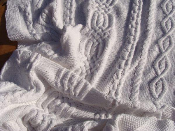 Couverture bébé, tricot irlandais, 100% coton. fait main, pièce unique, création originale La Malle au Coton. G3