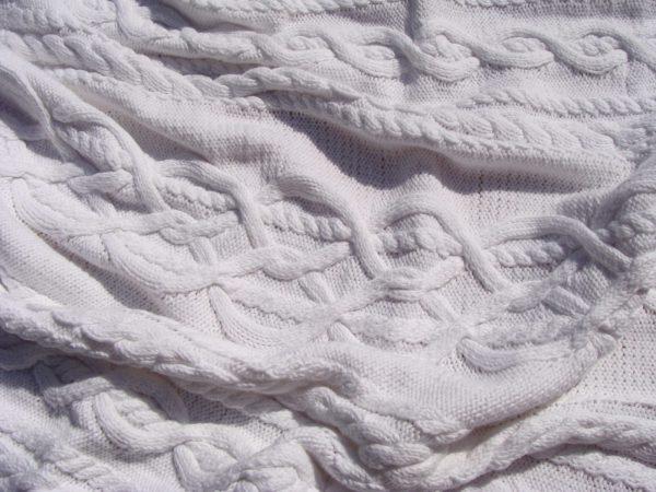 Carré naissance, tricot irlandais, 100% coton. fait main, pièce unique, création originale La Malle au Coton. H2