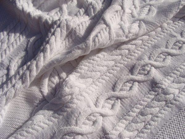 Carré naissance, tricot irlandais, 100% coton. fait main, pièce unique, création originale La Malle au Coton. H4