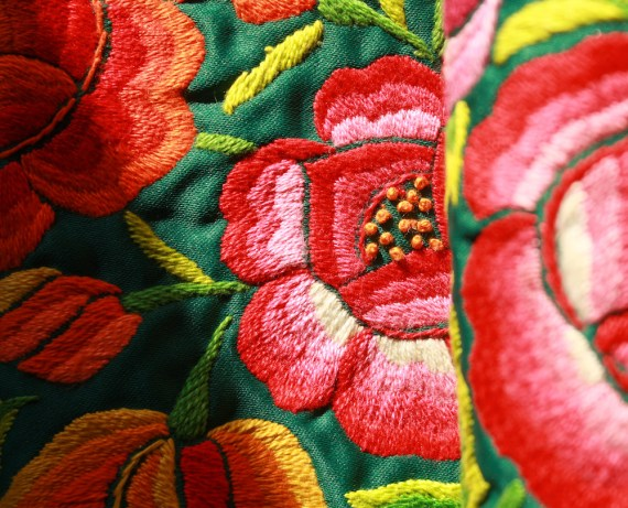 lamalve_terremotas_cushion_gardengreen1.5