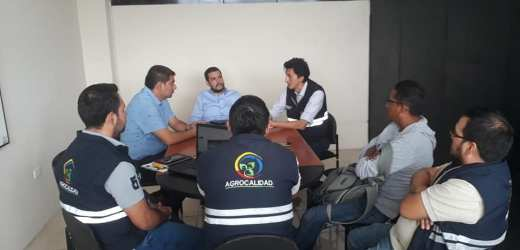 Coordinando acciones con técnicos de Agrocalidad y el Ministerio de Agricultura